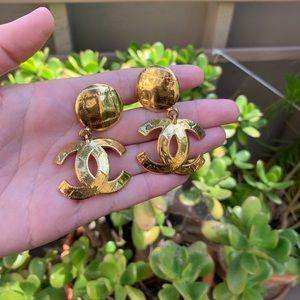 💯 Round Classic CC Logo Dangle Earrings